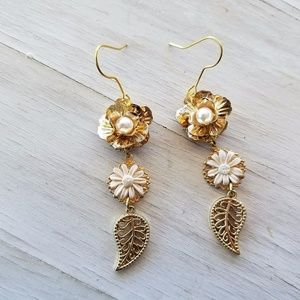 Baroque Sicilian Gold Ceramic Daisy Flower Earring